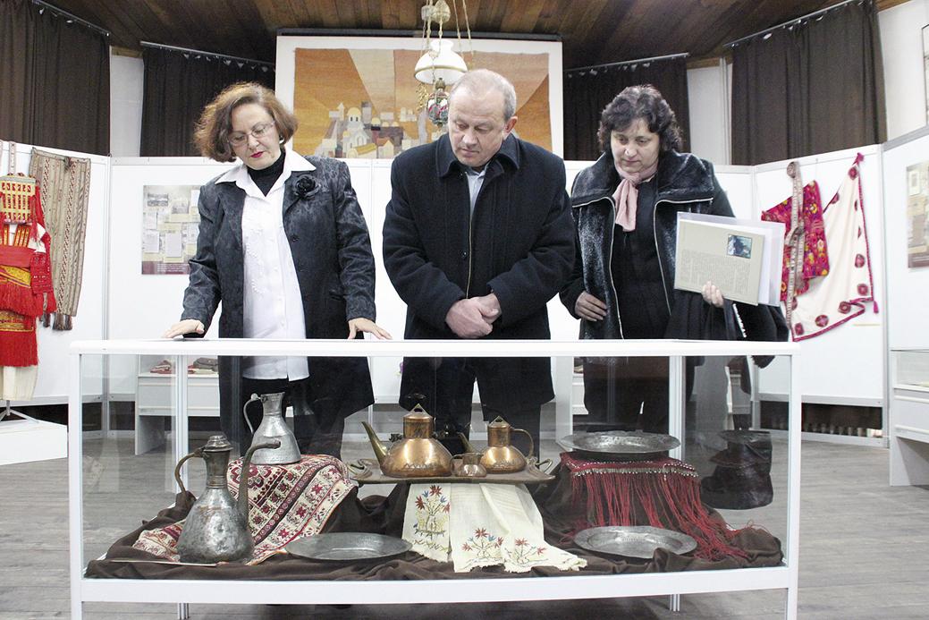 Показаните медни съдове са изработени от бащата на Петко Славейков - Рачо Казанджията.