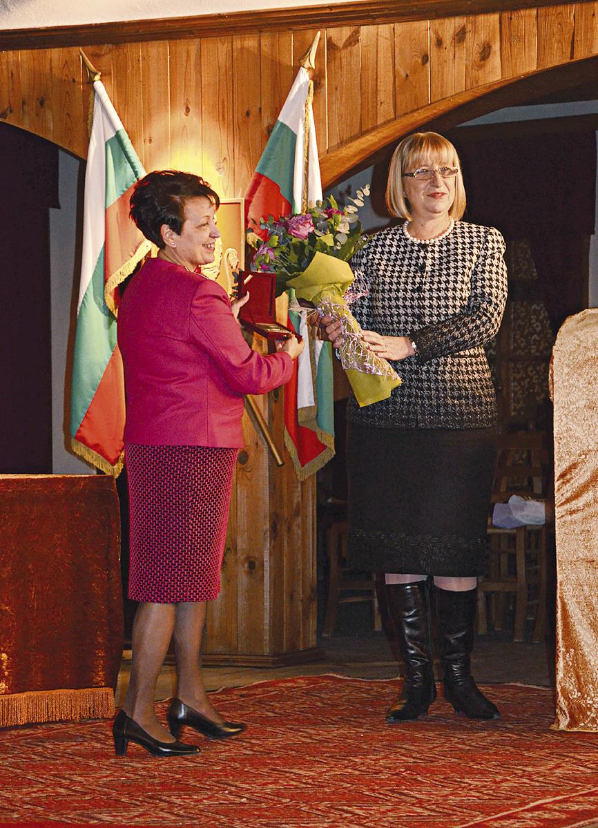 Председателят на Парламента Цецка Цачева  връчи отличието на Катя Митова - Ганева.