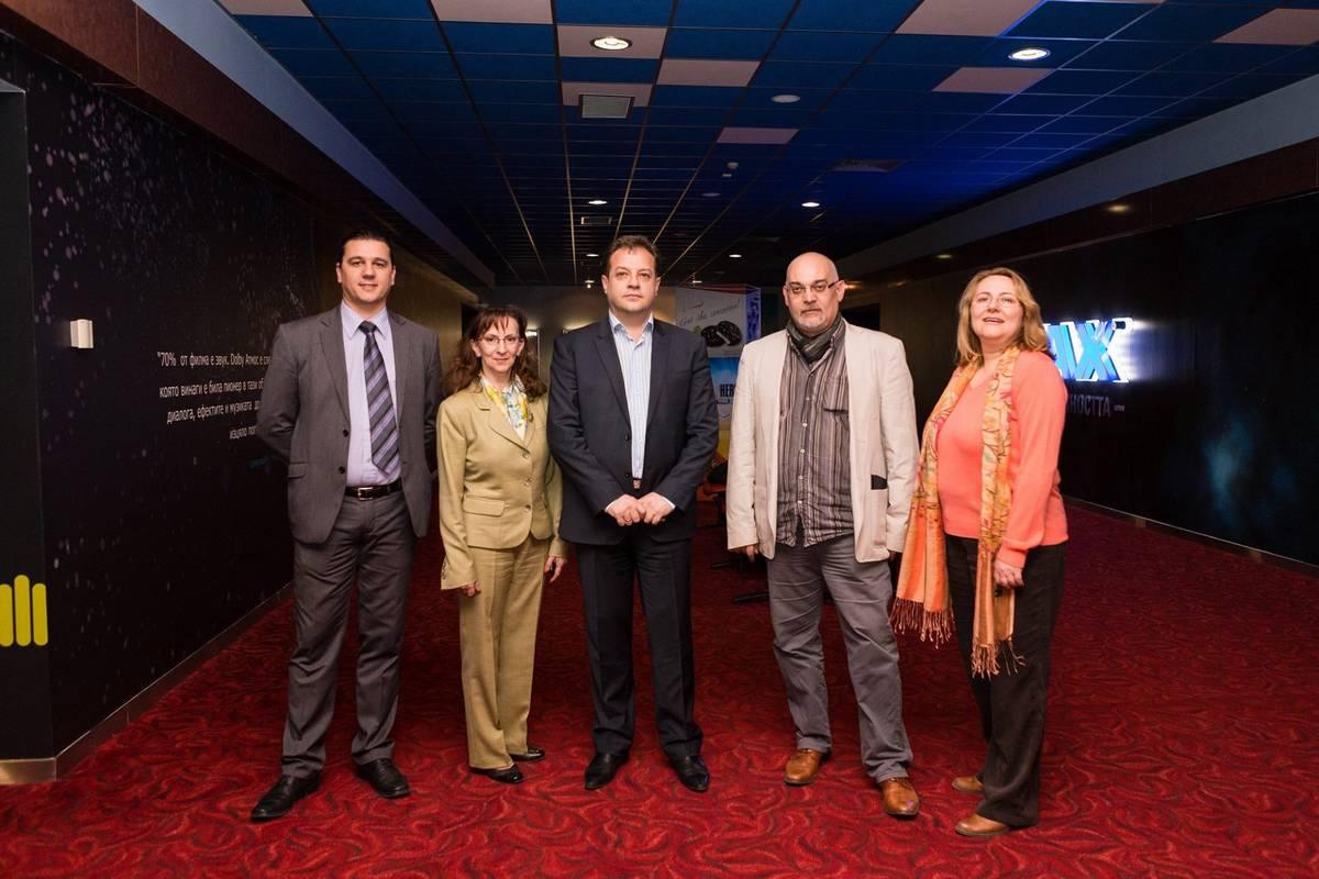Юлиан: Юлиан Вергов е гид в документален туристически филм за