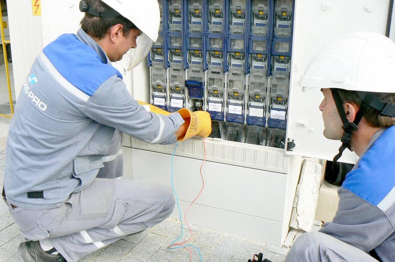 """""""ЕНЕРГО-ПРО Мрежи"""" проверява на всички трафопостове и електрически касети, които захранват учебните заведения."""