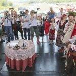 Кметът Даниел Панов извърши гражданския ритуал по бракосъчетанието.
