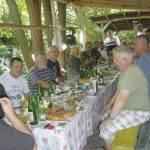 В летния бивак Ханда всички се събраха на трапезата.