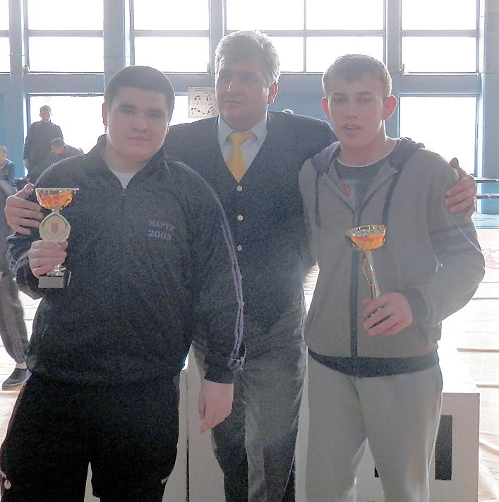 Калоян Петров (вляво) получи приза за най-техничен състезател.