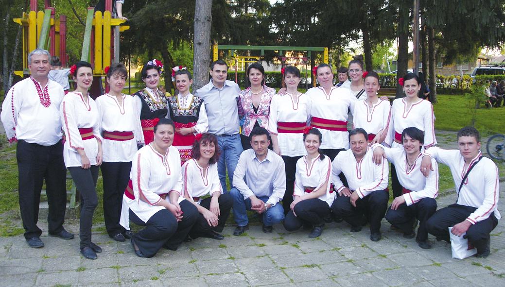 """Срещата в с. Козаревец завърши с танцово шоу, поднесено на обществеността от невероятните изпълнители от танцов ансамбъл """"Балканика"""" от Горна Оряховица."""