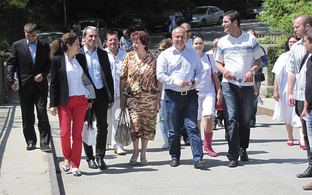 """Пламен Орешарски се срещна с кандидатите за народни представители от листата на """"Коалиция за България""""."""