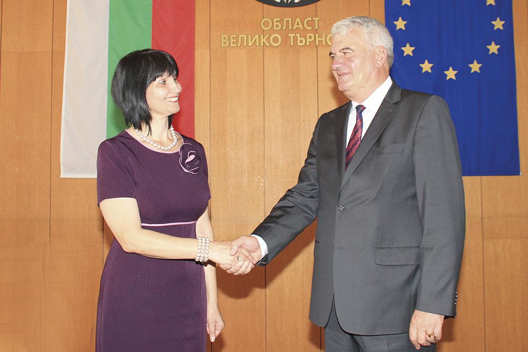 Временно изпълняващият длъжността областен управител Изабела Чорбаджиева поздрави инж. Рачев.