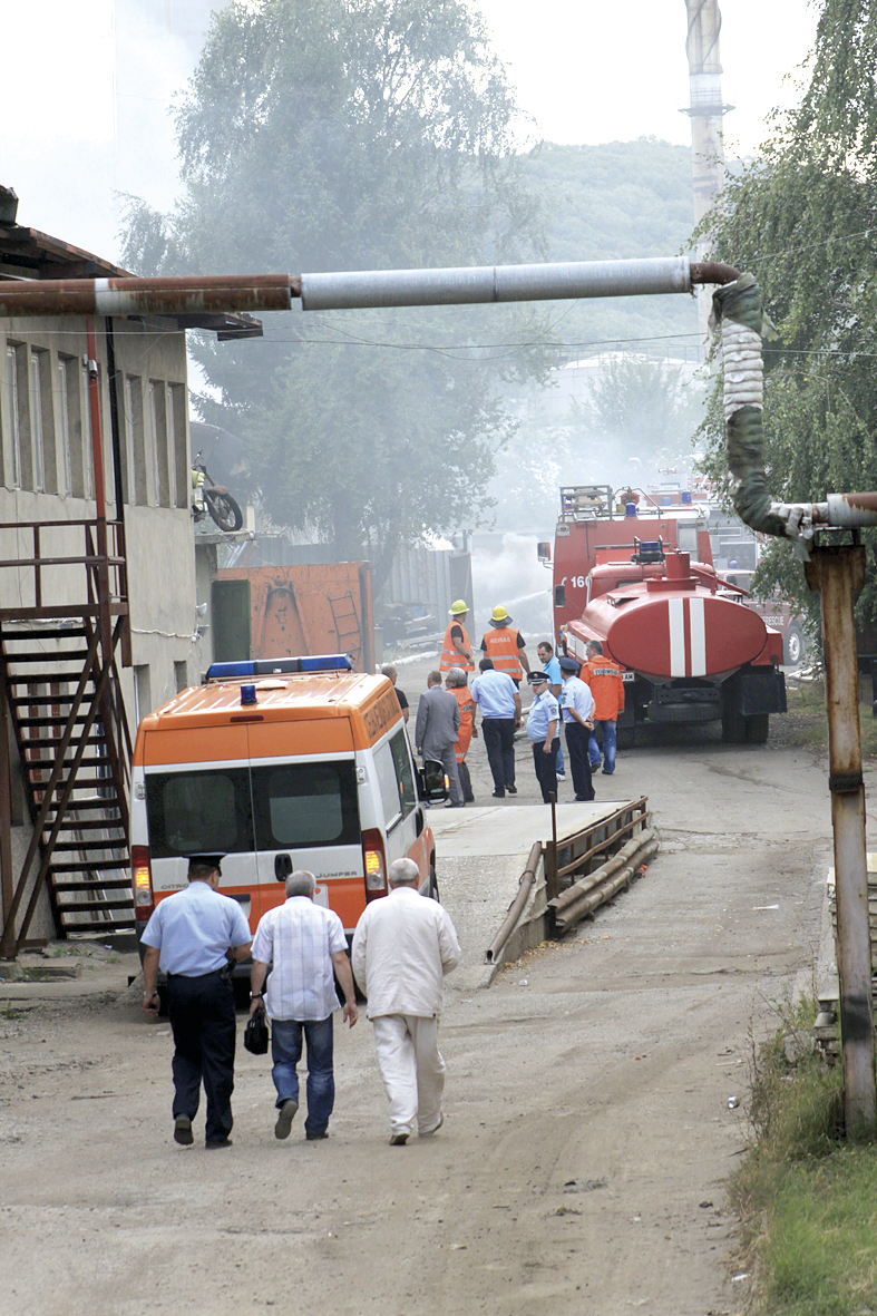 За минути на мястото дойдоха пожарни и линейки. За щастие инцидентът не се оказа толкова сериозен, колкото бяха пръвоначалните опасения.