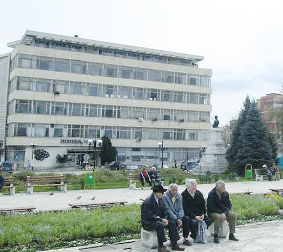 Сградата на пощата в Горна Оряховица, в която избухва бомбата през 1984 г.