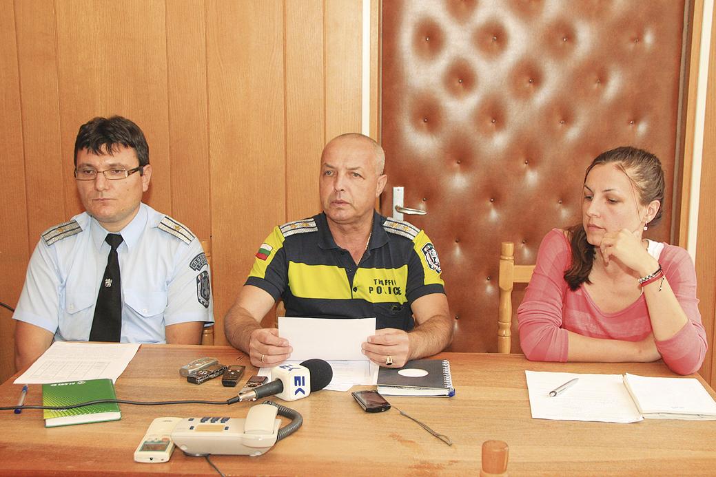 Йосиф Павлов, Николай Иванов и Благомира Дочева представиха мерките, които полицията предприема преди 15 септември.