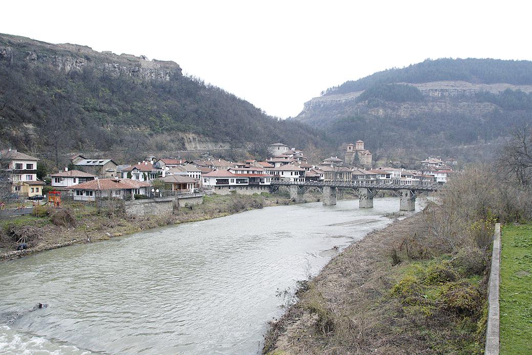 Жителите на Асенова махала не са доволни от почистването на реката, при всеки дъжд те тичат, за да се евакуират.