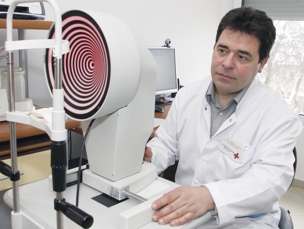 д-р Евгени Чолаков