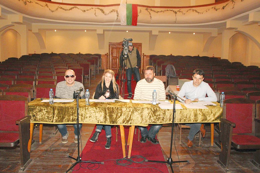 За да оценяват талантите във Велико Търново, бяха дошли Георги Милчев - Годжи, Нели Желева,  Филип Станев и Иван Свежинов.