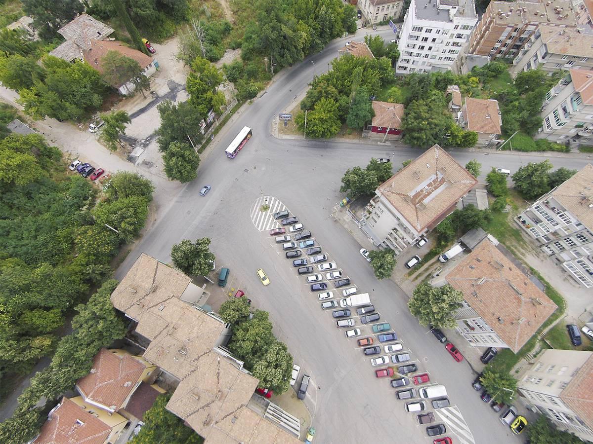 """На пресечката на улиците """"Христо Ботев"""", """"Марно поле"""", """"Цар Тодор Светослав"""" и """"7 юли"""" това лято ще бъде направено кръгово кръстовище."""