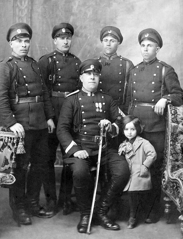 """Вярна и предана служба"""" е бил девизът на търновските полицаи ..."""