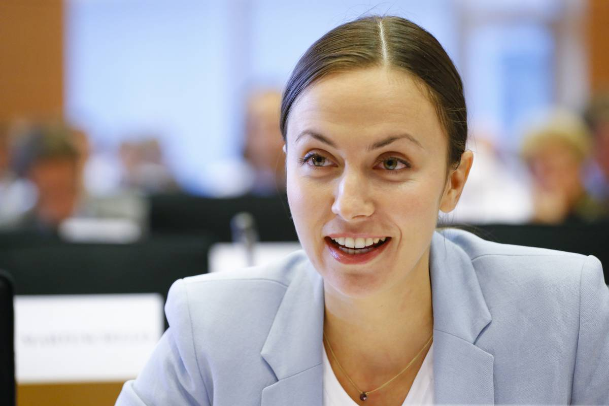 Hearing of Commissioner-designate for Euro and Social Dialogue   ECON - EMPL