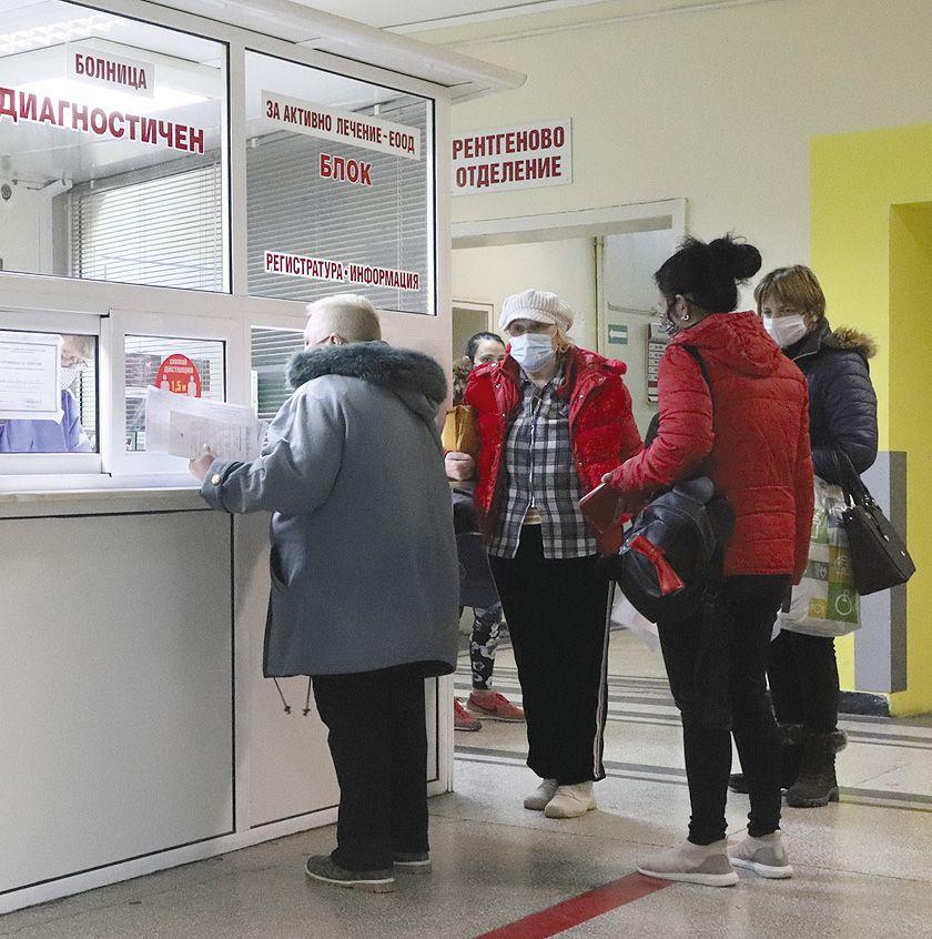 Болниците започват да нормализират дейността си с намаляване на случаите на COVID-19 в региона.